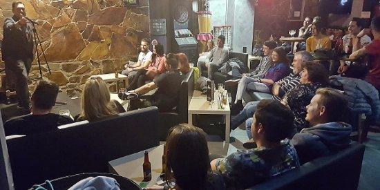 La cova sant boi es un bar de copas con sof s for Sofas sant boi