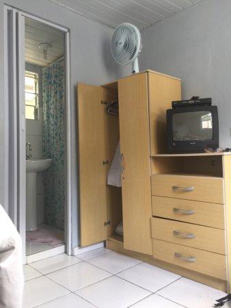 Hotel PP: O hotel é muito simples. Quarto limpo. O chuveiro elétrico não esquentou a água para um banho me