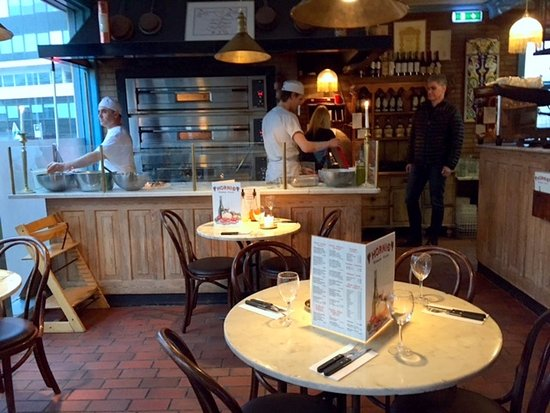 Hornid: Bistro style and charming restaurant. Friendly service. Good food.