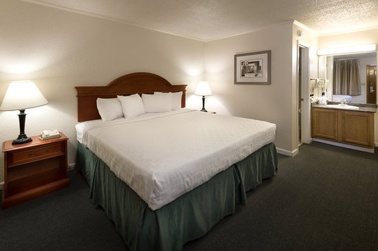 Belle Aire Motel : King Standard Room with Smart TV, Refrigerator, and Microwave