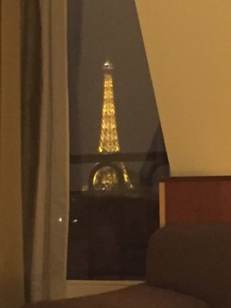 K+K Hotel Cayre: A view of the Eiffel Tower from the bed in room 704