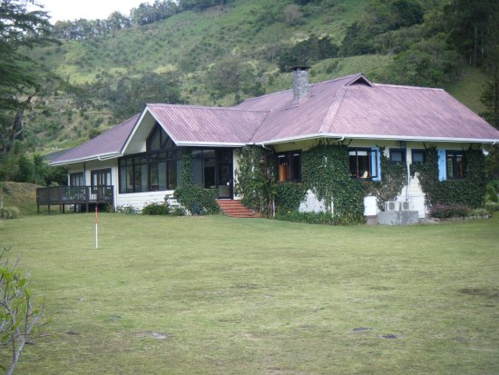The Riverside Inn Boquete: View of hotel from the back
