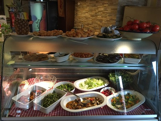 pizza lachs calamari und lachs mit salat picture of villa grimaldi pizzeria trattoria vineria. Black Bedroom Furniture Sets. Home Design Ideas