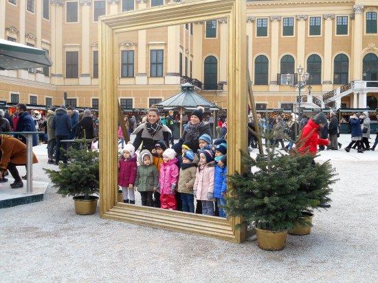 Kultur- und Weihnachtsmarkt Schloß Schönbrunn: Wee Shopper at the Christmas Market