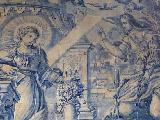 Cathedral Se: Binnenzicht met g glazegluurde tegels.