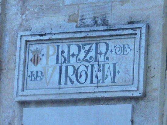 Basilica de la Virgen de los Desamparados: la piazza