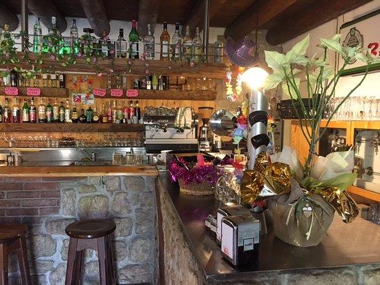 Ronzo-Chienis, Italie : Bancone del bar