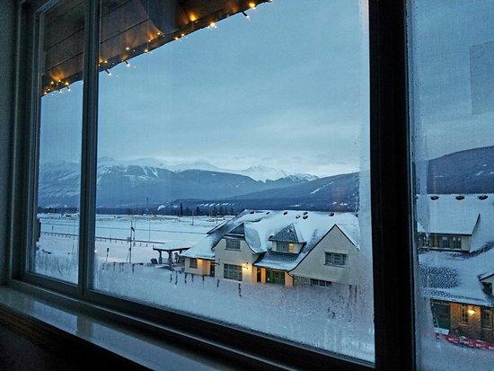 Whistlers Inn: photo1.jpg