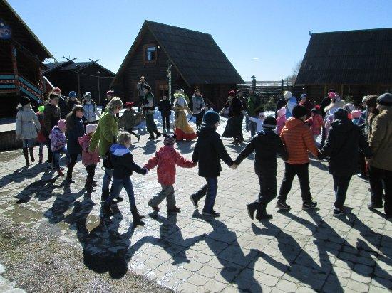 Yaroslavl Oblast, Russland: на интерактивной программе закружил весёлый хоровод