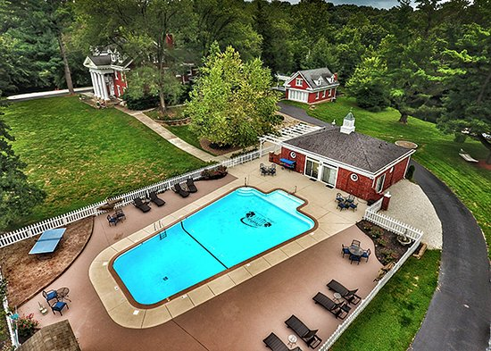 Inn on Crescent Lake: Aerial view of pool area with mansion and Cottage in background