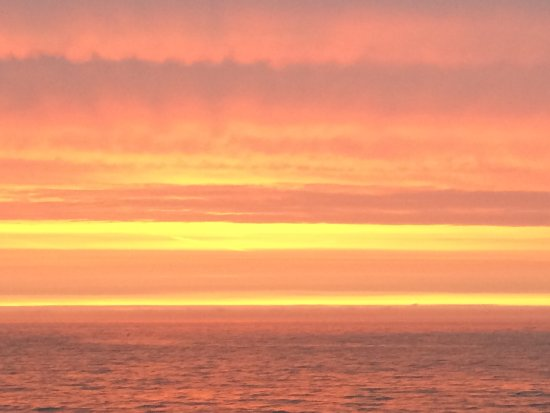 Pebble Beach Guest House: Sunsets