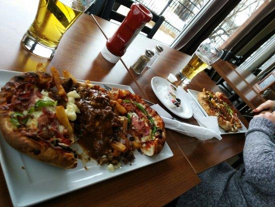 Chambly, Canada: Pizza Poutine Marius