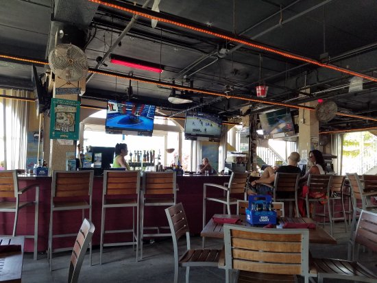 Island Time Bar and Grill: The center od attraction