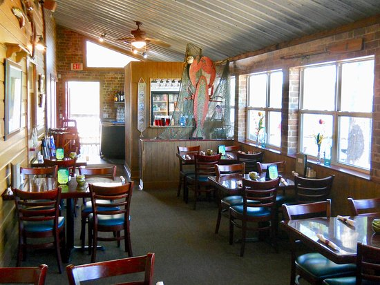 Boathouse Landing interior dining room