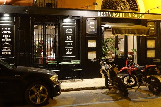 Restaurant La Salsa: Fachada y puerta de entrada.