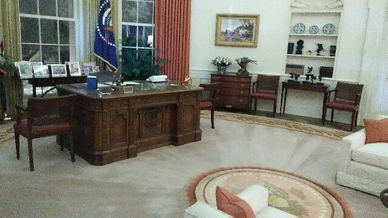Ronald Reagan Presidential Library And Museum The Oval Office Desk That Jfk Used