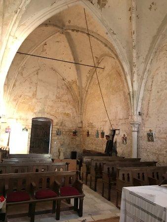 Le prieure de la chaise : Inside the chapel is simple yet solemn