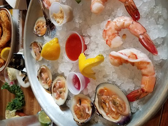 East Windsor, CT: Raw Bar with Clams and Shrimp