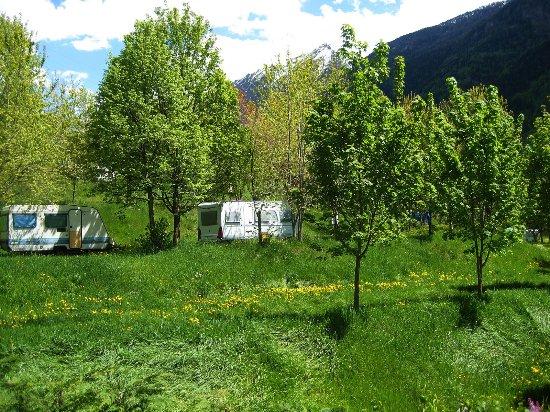 Valpelline, Italië: Panorama Campeggio, piazzola con camper