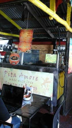 Pita Amore Isla Mujeres: 3 guys , one grill and great food this is a smal place full of caracter...dont forget to write a