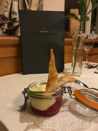 Hotel Schneider: Great food, lovely pool and beautiful, charming hotel.