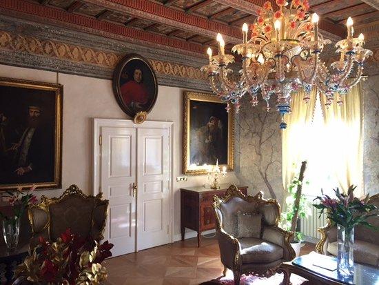 Alchymist Prague Castle Suites: Das Vorzimmer / Teil der Suite