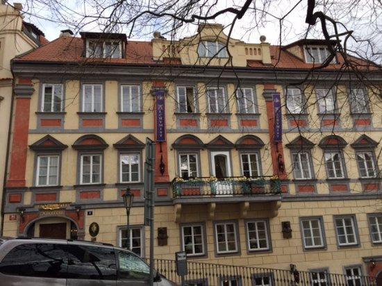 Alchymist Prague Castle Suites: Das Hotel von aussen