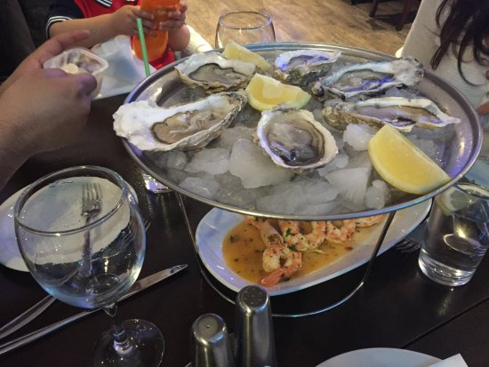 Thalassa Seafood Restaurant: Oysters and prawns