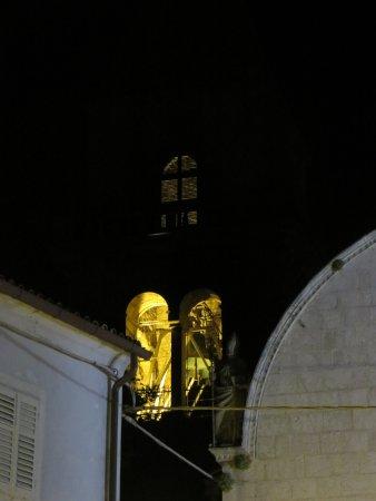 Osor, Croacia: Illuminazione notturna efficace