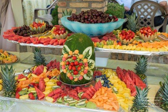Buffet di frutta. - アイエッリ...