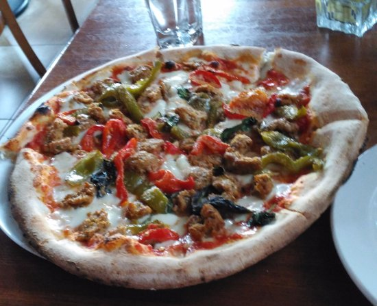 "Des Moines, WA: 12"" pizza with sausage and bell peppers, nice andhot!"
