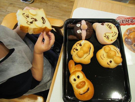Jam Ojisan No Pan Kojo Kobe : 出来上がったパン
