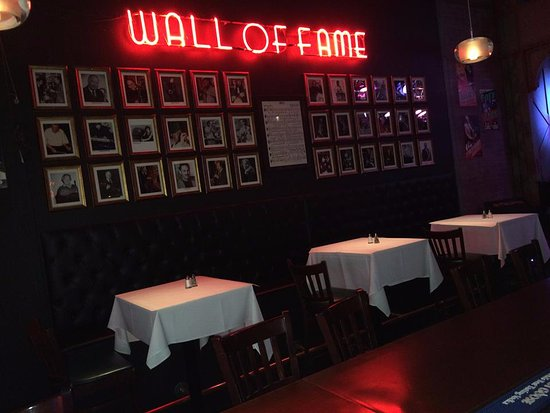 Andy's Jazz Club : Wall Of Fame Banquettes.