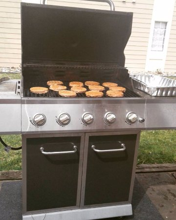 Staybridge Suites Dulles Grilled Turkey Burgers And En On The Propane Grill They Have