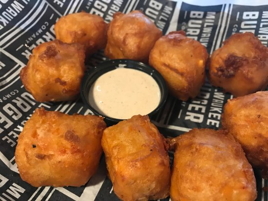 Milwaukee Burger Co. Bar and Grill: Curds!