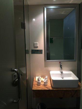Sunon Holiday Villa: Bathroom view