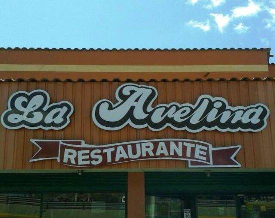 Junto a la parada de los buses está Restaurante La Avelina, simplemente lo mejor de Tambillo.