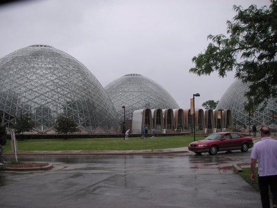 Mitchell Park Horticultural Conservatory (The Domes): Outside