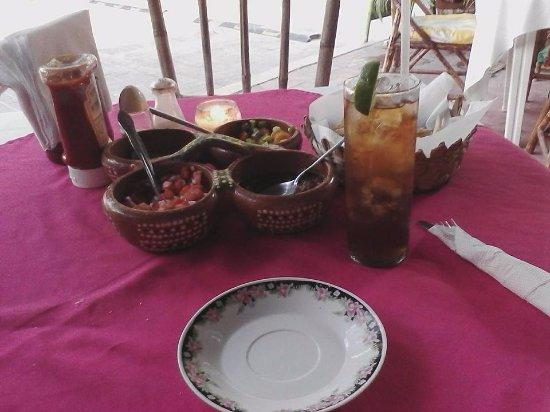 Rufo's Grill: salsas and condiments, tea