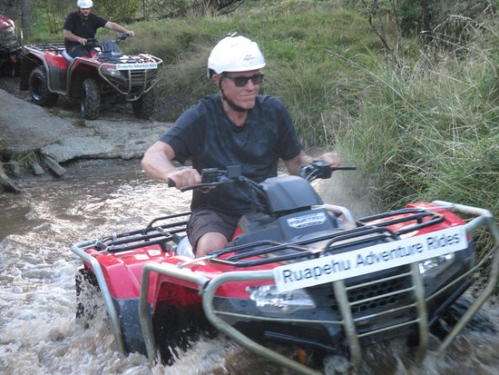 Raurimu, New Zealand: Crossing a river