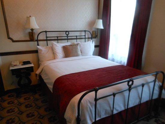 Mizpah Hotel: Queen bed