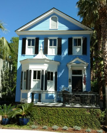 Sea Island Carriage Company: One of the historic homes you will see