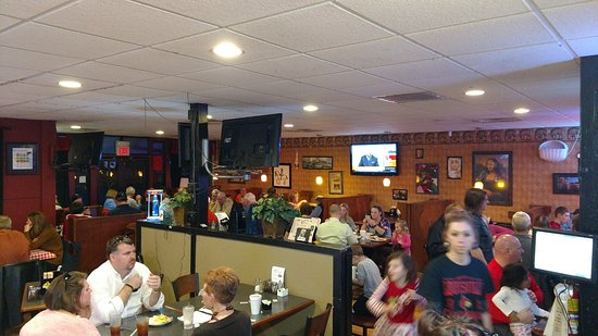 La Grange, KY: Bustling Dinner at Steve-O's