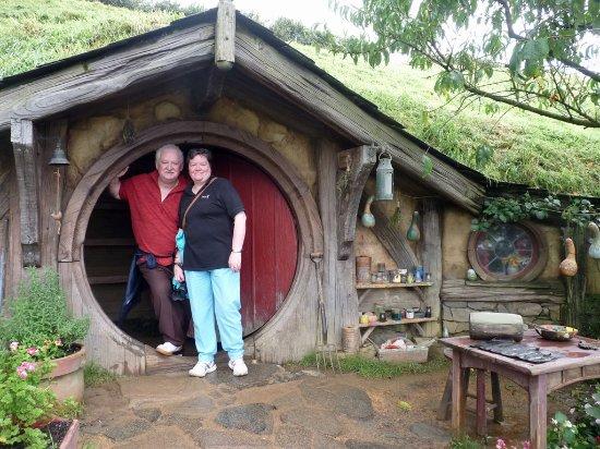 Bella Vista Motel: Kate and Keith in Hobbiton
