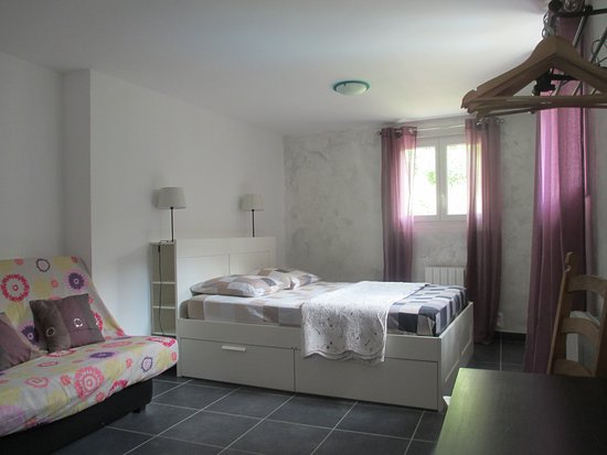 Saint-Julien-Labrousse, ฝรั่งเศส: chambre Valériane