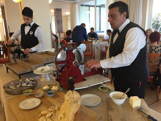 Grand Hotel Moon Valley: La prima colazione