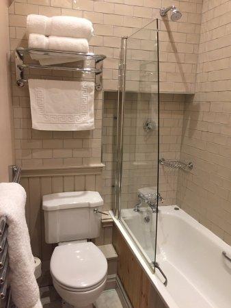 Hollins Green, UK: Lovely bathroom