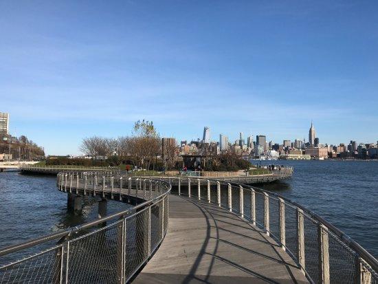 Hoboken Waterfront Walkway: 공원 전경