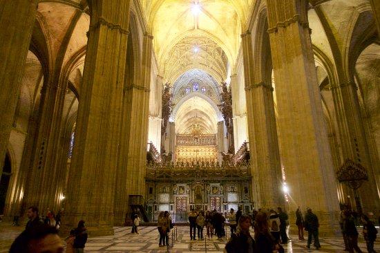 Sevilla cathedral interior fotograf a de catedral de - Catedral de sevilla interior ...