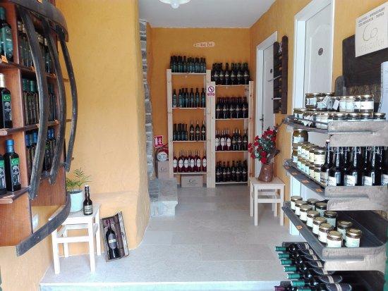 Roc, Kroatien: Shop Raboš